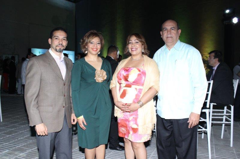 Luis Garrido Lissette Luciano Wendy Salazar y Luis Sanquintin
