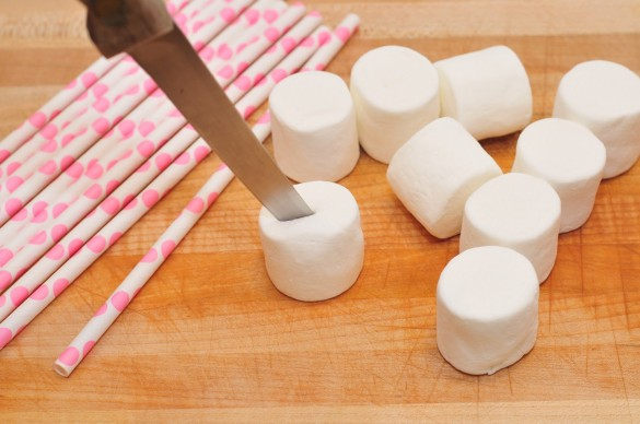 Marshmallow-Pops-cute-ideas-for-Valentines-Day-Marshmallows-Cutting-Slits